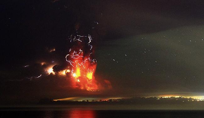 Vulcão Calbuco registrou duas violentas e surpreendentes erupções em menos de sete horas - Foto: Carlos Gutierrez l Reuters