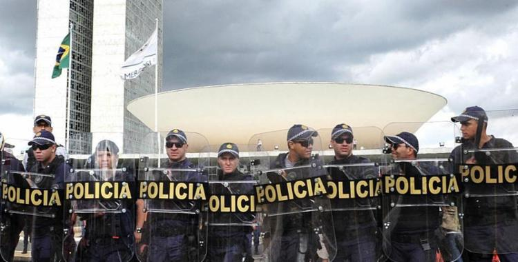 Uma série de categorias continuará a ser privilegiadas, como políticos e policiais - Foto: Zeca Ribeiro | Câmara dos Deputados