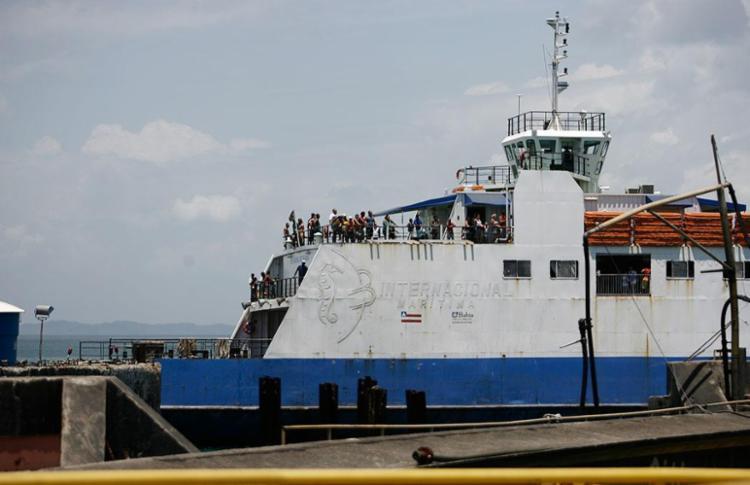 O problema foi resolvido e o ferry atracou às 9h50 desta segunda - Foto: Raul Spinassé | Ag. A TARDE