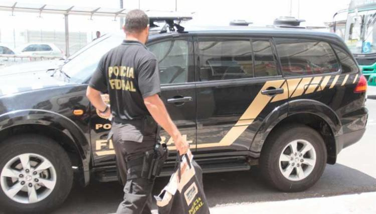 Operação tenta desarticular grupo que cometia fraude contra Receita - Foto: Edilson Lima   Ag. A TARDE