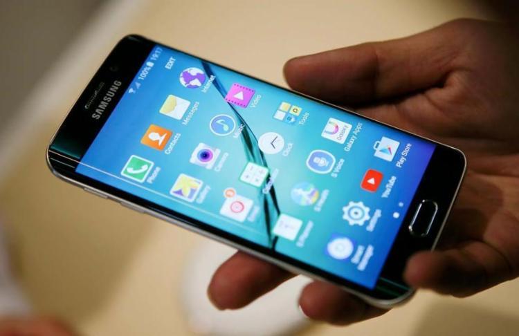 Para quem já tem um smartphone para chamar de seu, a dica é aproveitar o período de promoções - Foto: Reprodução: Reuters