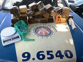 Droga foi apreendida durante ronda. - Foto: Divulgação   Polícia Militar