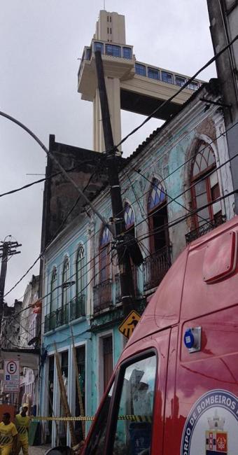 Deslizamento aconteceu próximo ao Elevador Lacerda - Foto: Franco Adailton | Ag. A TARDE