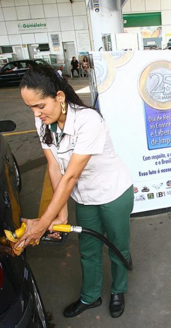 Posto de combustíveis da Suburbana venderá gasolina pela metade do preço - Foto: Fernando Amorim   Ag. A TARDE