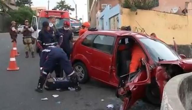 Mulher ficou ferida em acidente em Amaralina - Foto: Reprodução | TV Bahia