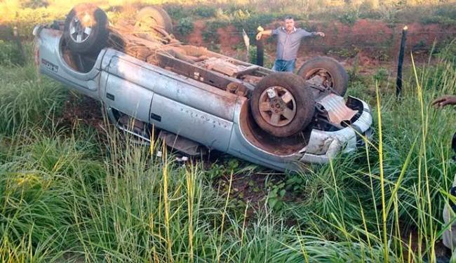 Caminhoete capotou, mas vítimas tiveram ferimentos leves - Foto: Jadiel Luiz   Blog Sig Vilares