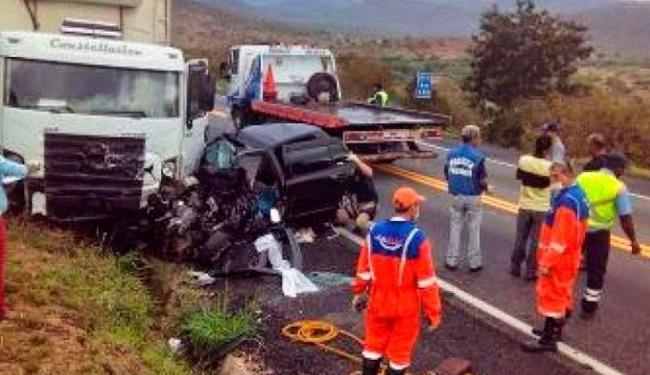 As três vítimas não resistiram ao impacto da colisão e morreram no local - Foto: Reprodução: Whatsapp