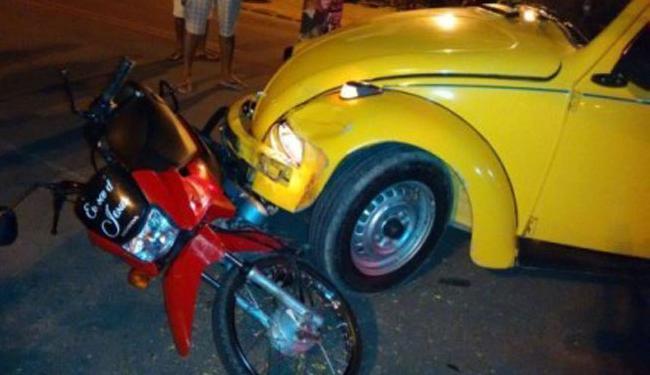 Condutor da moto fraturou a perna esquerda na colisão - Foto: Reprodução | Site Mídia Bahia
