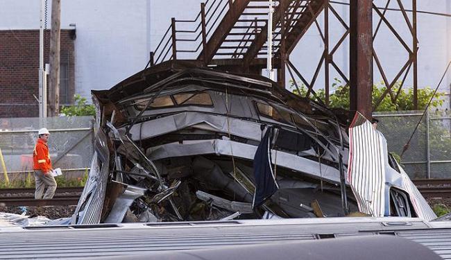 Alguns vagões ficaram completamente destruídos por conta do acidente - Foto: Lucas Jackson l Reuters