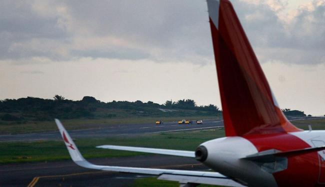 Voos foram desviados para aeroportos de outras cidades por conta de rachadura na pista - Foto: Raul Spinassé | Ag. A TARDE