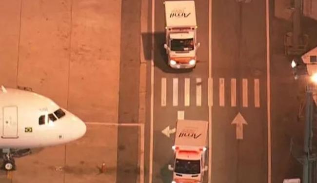 As ambulâncias seguem com a família para o Hospital Albert Einstein - Foto: Reprodução | TV Globo