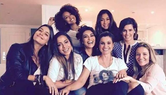 Anitta reuniu as amigas para aprenderem sobre internet - Foto: Reprodução