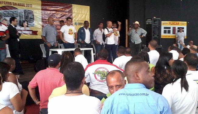 Maioria dos participantes da assembleia votou pelo final da greve - Foto: Paula Pitta | Ag. A TARDE