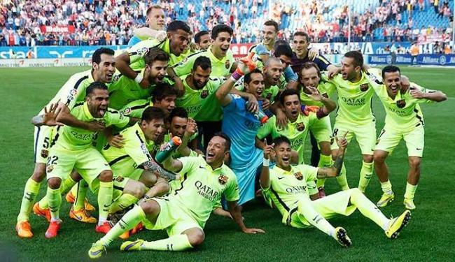 Jogadores comemoram título espanhol do Barcelona - Foto: Agência Reuters