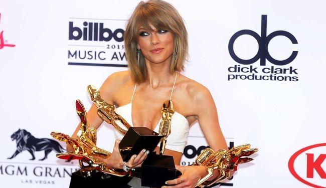 Taylor Swift dominou a premiação, ganhando oito troféus, incluindo o de melhor artista - Foto: L.E. Baskow   Agência Reuters