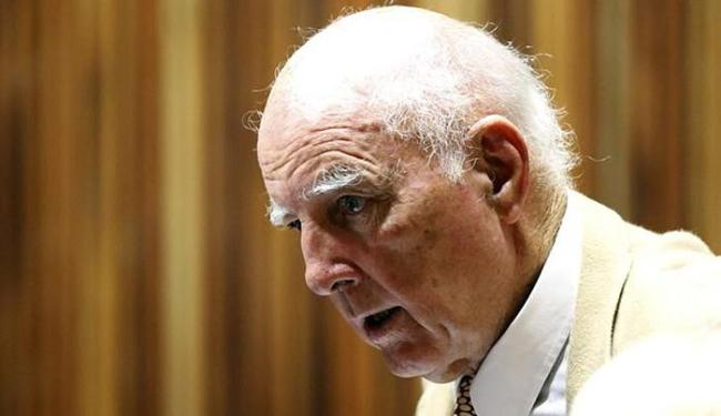 Ex-tenista Bob Hewitt em corte de Johanesburgo - Foto: Siphiwe Sibeko l Reuters