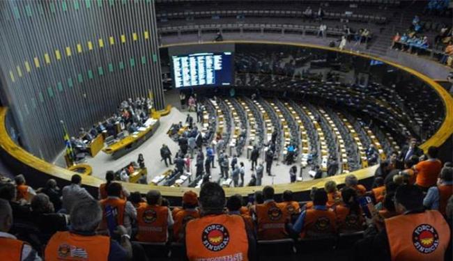 Com votos contrários do PT e do PC do B, governo sai derrotado em votação de emenda - Foto: Wilson Dias l Agência Brasil
