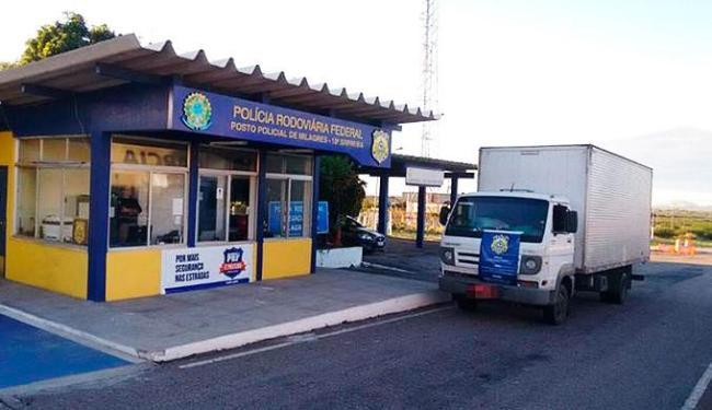 Motorista do caminhão foi detido e encaminhado para a delegacia de polícia judiciária local - Foto: Divulgação | PRF Bahia