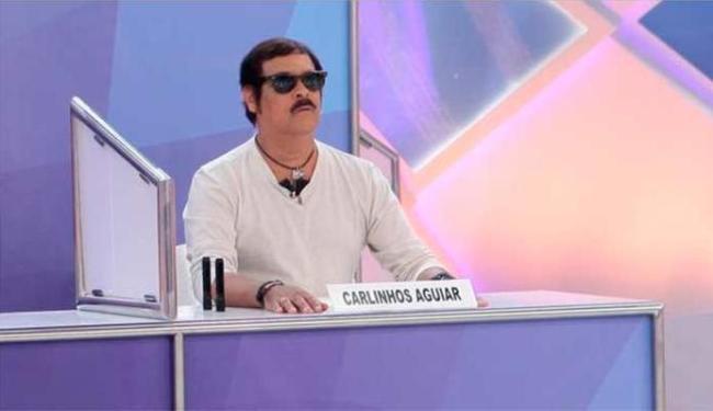 Carlinhos Aguiar levou um soco e foi ao programa de óculos escuros - Foto: Divulgação