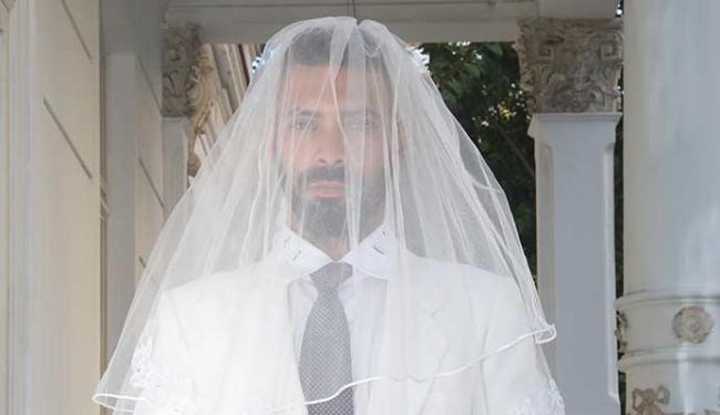 O casamento tradicional é um dos questionamentos da peça - Foto: Andrea Magnoni | Divulgação