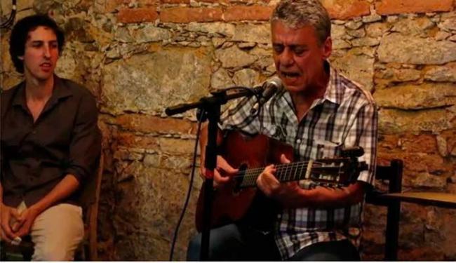 Chico Buarque resolveu dar uma canja em um bar na Lapa - Foto: Reprodução | Vimeo