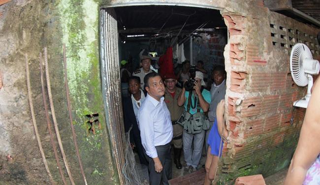 Governador visitou as casas e ouviu as demandas dos moradores - Foto: Manu Dias | GovBA