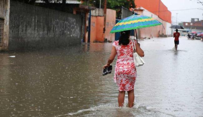 Chuva causa alagamentos e deslizamentos de terra na capital baiana - Foto: Joá Souza | Ag. A TARDE