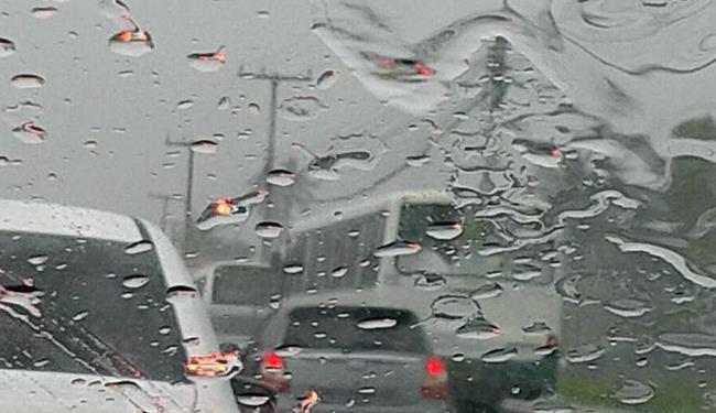 Apesasr da chuva, o trânsito está livre nas principais vias - Foto: Iloma Sales | Ag. A TARDE