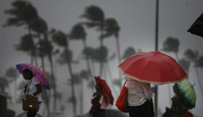 Em 15 dias já choveu 97% da média do mês de maio - Foto: Raul Spinassé   Ag. A TARDE