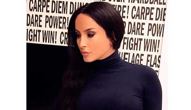 Cantora ainda usou um look justinho, bem parecido com os que Kim desfila por aí - Foto: Reprodução   Instagram