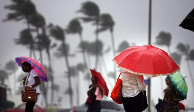 Chuvas devem permanecer durante o fim de semana - Foto: Raul Spinassé | Ag. A TARDE