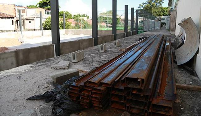 Ferros enferrujando no Colégio Luiz Tarquínio - Foto: Leo Sousa l Divulgação