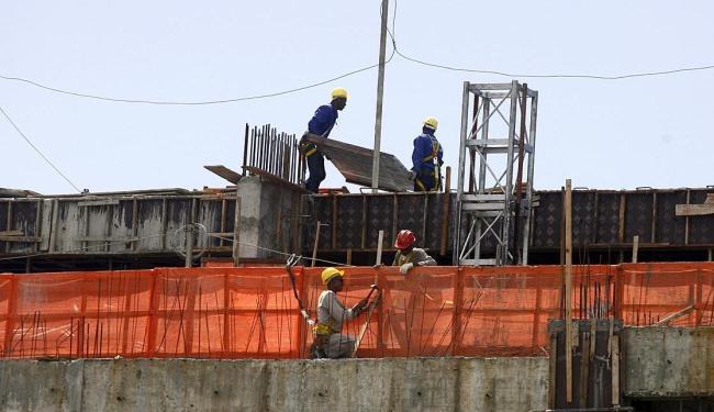 O setor da construção civil liderou as demissões no estado no mês passado - Foto: Adilton Venegeroles | Ag. A TARDE | 04.05.2015