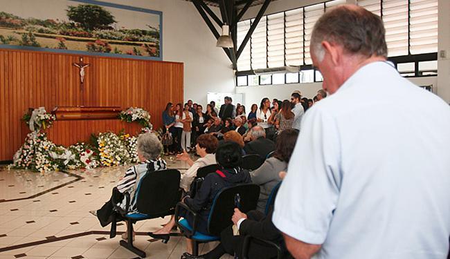 Cerimônia aconteceu no Cemitério Jardim da Saudade - Foto: Edilson Lima | Ag. A TARDE