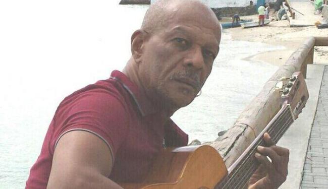 O cantor Geraldo Pita comanda a edição do dia 21 de maio do