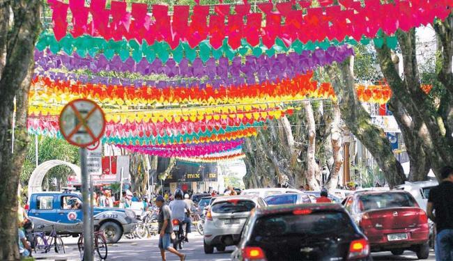 Cruz das Almas começa a mudar o visual para o São João deste ano - Foto: Xando P. | Ag. A TARDE | 29.5.2015