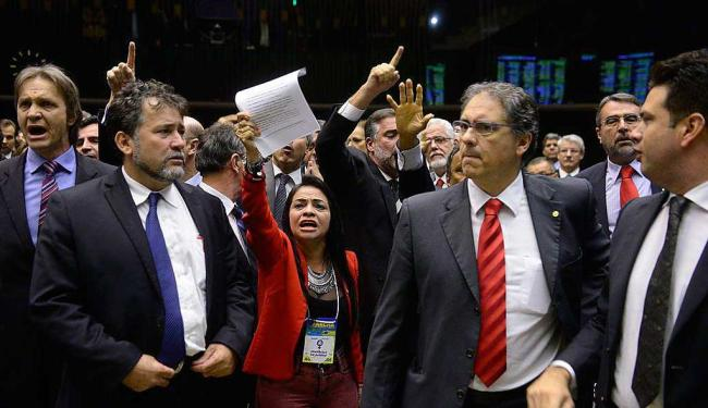 Parlamentares durante sessão plenária para análise e discussão da Reforma Política - Foto: Gustavo Lima   Câmara dos Deputados   Divulgação
