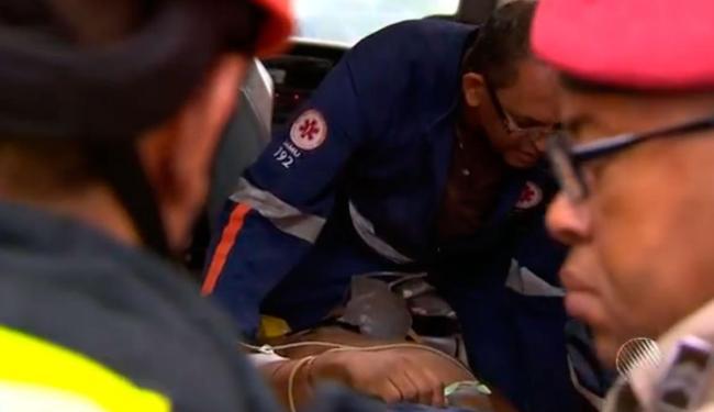 Uma das vítimas foi resgatada por socorristas do Samu - Foto: Reprodução | TV Bahia