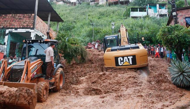 Quinze pessoas morreram em deslizamento de terra na San Martin e Bom Juá - Foto: Edilson Lima | Ag. A TARDE