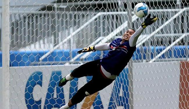Douglas Pires ficou em Salvador treinando e pode ser titular contra o Mogi Mirim - Foto: Felipe Oliveira l EC Bahia