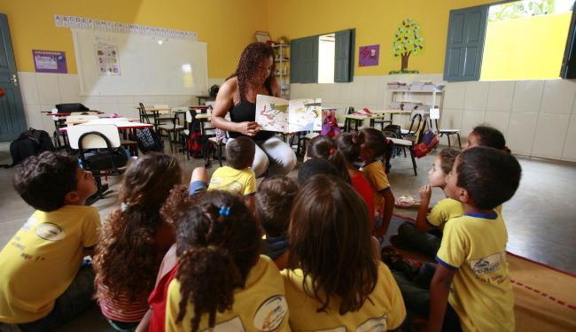 Professora Vânia Dourado: roda de leitura na escola Municipal de Iraquara - Foto: Fernando Vivas | Ag. A TARDE
