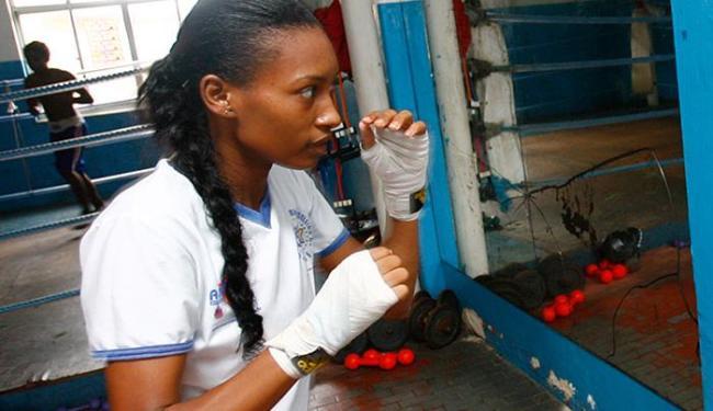 Érica Matos, que foi a Londres-2012, é uma das atleta que recebem a bolsa - Foto: Marco Aurélio Martins l Ag. A TARDE