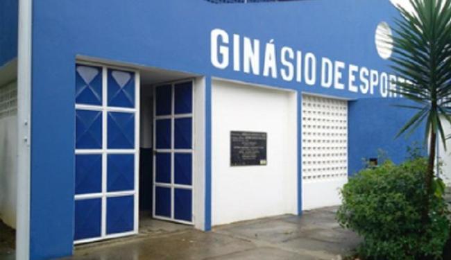 Ginásio de Gandu tem fachada pintada de azul - Foto: Divulgação