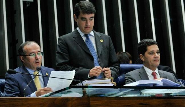 Senador Douglas Cintra (PTB-PE) faz leitura de pedido para estabelecimento da CPI da CBF - Foto: Geraldo Magela   Agência Senado