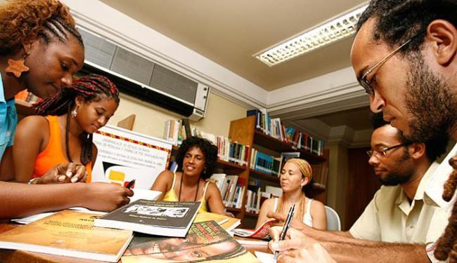 Para especialistas, número de estudantes negros na pós-graduação ainda é insignificante - Foto: Iracema Chequer | Ag. A TARDE