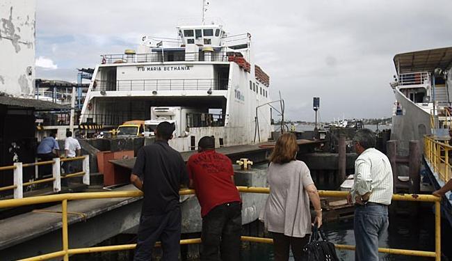 Passageiros não enfrentam problemas para embarcar - Foto: Raul Spinassé   Ag. A TARDE   05.11.2012