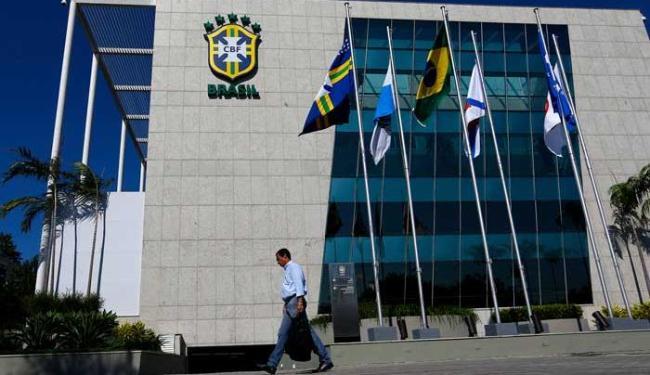 Sede da CBF, no Rio de Janeiro, já sem o nome de José Maria Marin na fachada - Foto: Ricardo Moraes | Agência Reuters