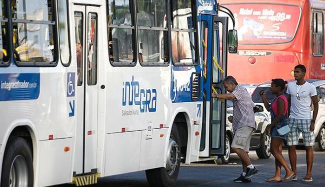 Os ônibus irão circular gratuitamente - Foto: Raul Spinassé | Ag. A TARDE