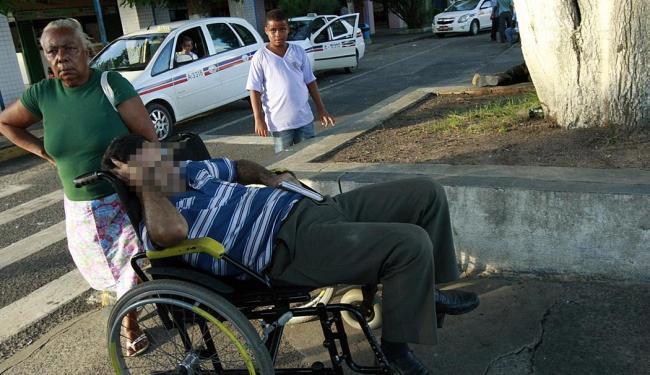 O homem foi levado a um posto médico por um funcionário do terminal - Foto: Margarida Neide | Ag. A TARDE