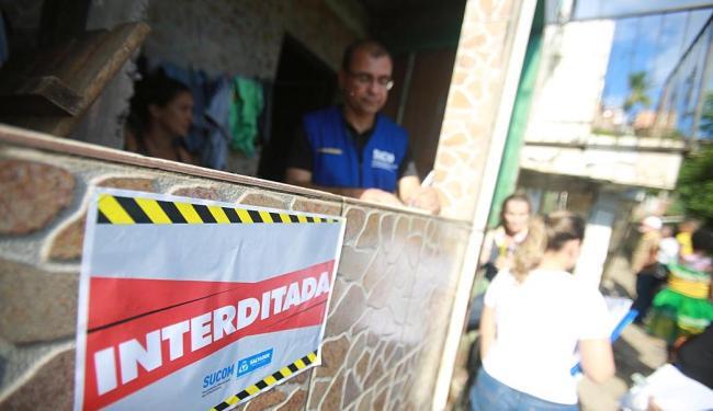 Imóveis sob risco de desabamento são interditados - Foto: Joá Souza | Ag. A TARDE | 29.04.2015